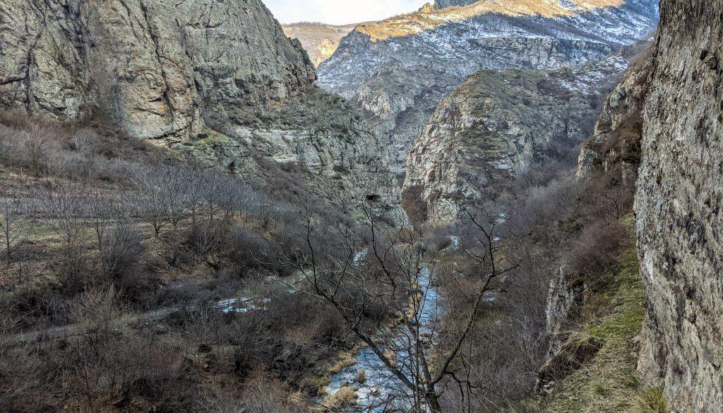 SLTmg_River_Vorotan-Great_Hermitage_of_Tatev